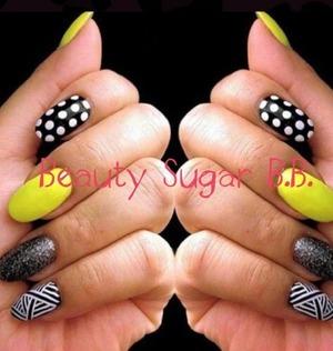 Polka dots fashion nails   Contact: Sandra  Made by: yanelis