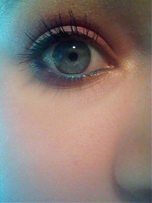 Just tried something new with my essence eyeshadow. What do you think about it? Let me know ;)