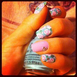 Instagram pic of my floral design! :) Enjoooooooooooy!!