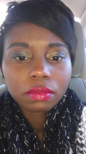Nyx red lips, smokey gold for the eyes, Mac powder foundation, Essence natural blush, Elf black massacra