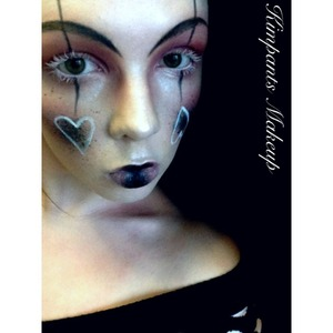 Playing with editorial/high fashion style makeup