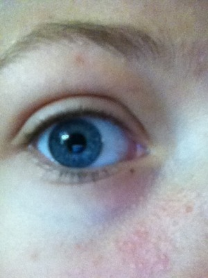 Okay so this is what my actual eye looks like without makeup (ignore my profile pic please >.< )