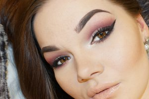 I love this look, simple, smokey but still colour. Looks amaze on girls and guys with hazel eyes!