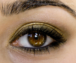 A smoky gold eye with Sugarpill Goldilux... the best gold pigment I've ever tried!