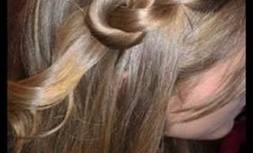 Christmas Hairstyle: Figure 8 Knot Hairstyle in less Than 5 Minutes!