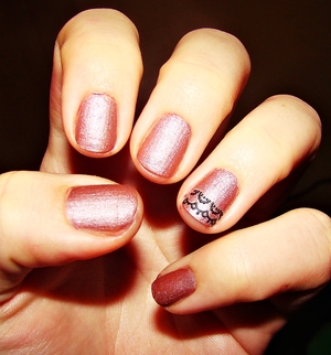 I tried mixing clear nailpolish with eyeshadow and i love it!!!and just put lacy sticker ;)