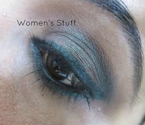 check here for tutorial http://www.srinjla.com/2013/10/30-days-eye-makeup-challengeday4.html#.UlnI0xaXulI