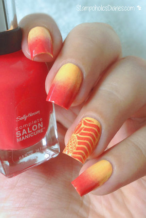 http://stampoholicsdiaries.com/2015/07/23/summer-pineapple-nails-with-sally-hansen-china-glaze-moyou/