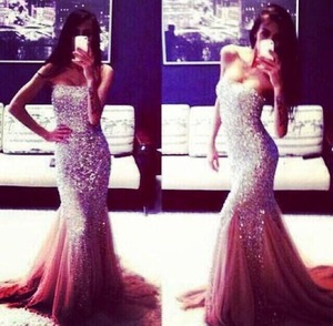 I love her dress soo much i want it