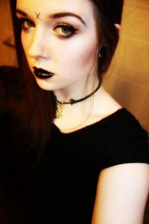 I'm not a fan of her, but I do like her makeup style.