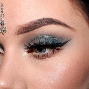 MAC Omega in the crease  under lower lashes. Too facced everything nice Vanilla as brow highlight, and the green from the same palette on the lids. Make up store cake liner in black. House of lashes Iconic lashes. MAC In extreme dimension 3D lash mascara.