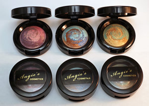 Innovative, silky smooth baked shadows with a luxurious, creamy finish. A combination of three liquid pigments swirled together to create a one-of-a-kind signature shade. Easy-to-blend formula is long wearing, crease-resistant and can be applied wet for more intensity. Hypoallergenic. Fragrance and paraben-free.