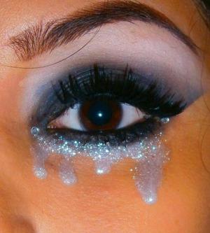 https://www.makeupbee.com/look.php?look_id=64146  http://smokincolour.blogspot.com/2012/10/rihanna-diamonds-inspired.html