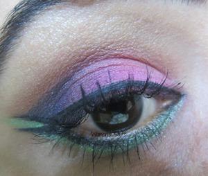 check here for tutorial http://www.srinjla.com/2013/10/30-days-eye-makeup-challenge-day19.html#.UnEeKqWXvwI