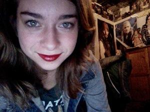 Red lips + naked eye= FIERCE.