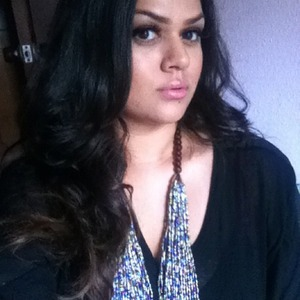 my natural hair with a few curled pieces to look more polished. mac eyeshadow in embark, nyx pump it up lip plumper