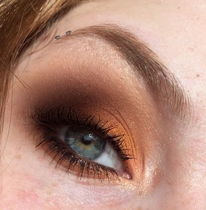 Transition into Autumn with these bold and smokey eyes! http://www.thaeyeballqueen.com/makeuplooks/dramatic-molten-orange/
