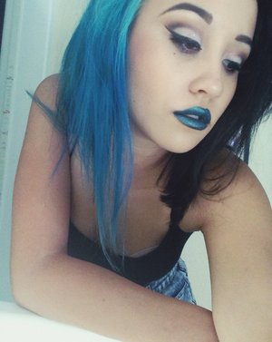 💙Cut crease and Teal lips💙 IG: @courtneythealien