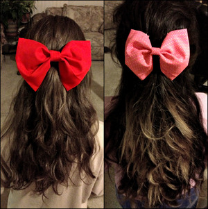 My cousin & I got bored tonight & made some really cute bows :) ! I'm the one on the left. :3
