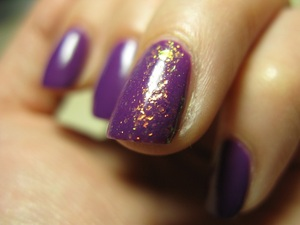 Essence 'touch&go' colour 'break through' + special effect top coat, so cool! ^_^