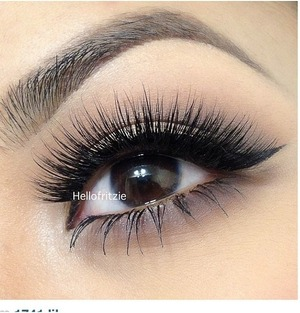 "Hellofritzie rocking ""Famous"" mink lashes from Minxlash.com"