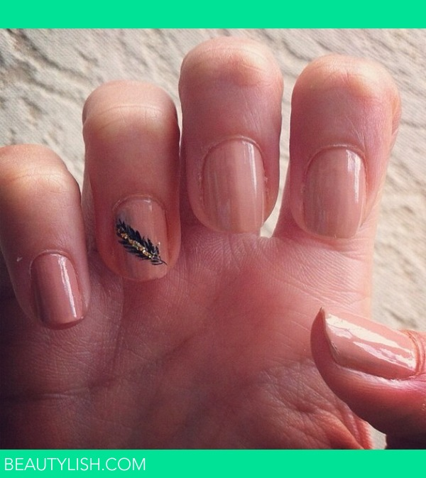 Nude Nails With Feather Design Rebecca Ss Rebeccasantos Photo