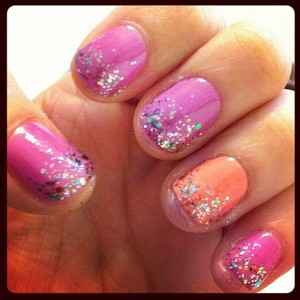 lovin my duo color glitter nails :)
