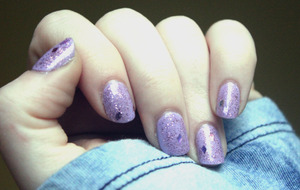 Simple and happy and springy manicure. Base is Sally Hansen Xtreme Wear in Lacey Lilac, glitter topper is Pure Ice in Come Closer