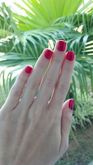 This simple red nails are the base of my next nail art. I love this color. The nail art photos will be posted soon.