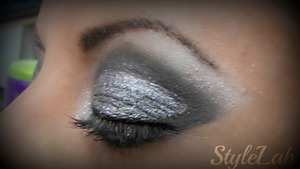 My own version of glittering smokey eye! ha! had a lot of fun doing it... even she didn't let me make it bigger!