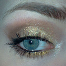 Sparkly gold/brown smokey eye with rosy nude lips