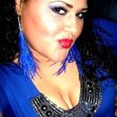 Blue eye shadow& red lips