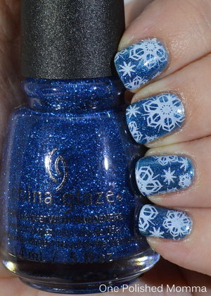 http://onepolishedmomma.blogspot.com/2014/12/snowflakes-and-afeeling-twinkly.html