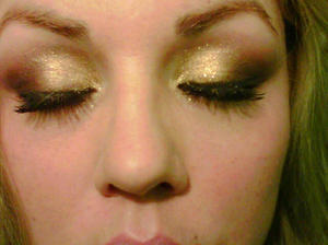 Gold Rush closeup of eyes Sugarpill loose shadow in GOLDILUX