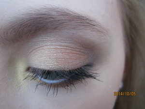 The weather was just perfect today so I did this beautiful  and simple look with gold, orange, burgundy, and brown to represent all of the leaves.!