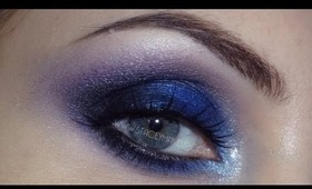 Saultry blue smokey eyes makeup