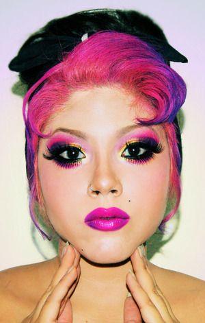Using Sugarpill in tako, dollipop, poison plum and goldilux. Sugarpill eyelashes, Barry M - Shocking Pink  on the lips :D