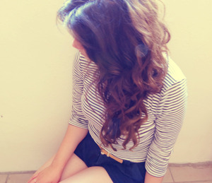 i love the way that my hair looks when is curly<3