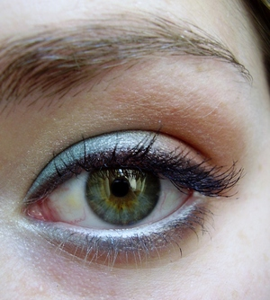 simple everyday colorful eyeshadow tutorial http://www.youtube.com/watch?v=WGduexoic6U