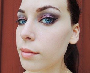 For full product list: http://carrosbeauty.blogg.se/2012/july/yesterdays-makeup.html#