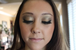 Think black eyeliner, concert makeup  Check out kenziepenrose.blogspot.com
