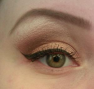a natural eye liner for daytime