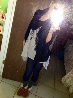Comfy winter outfit!<33 Jeggings, black scarf, grey socks, black cardigan, loose tank! Mess bun & purple gold eye.   ;D