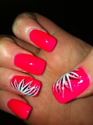 Bright pink pink polish with a beautiful nail art design xx