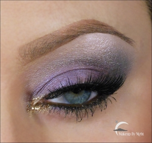 Easy wearable purple autumn makeup.