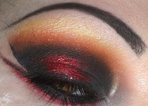 Dark smoky eye with a touch of colour & glitter.