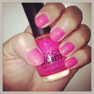 I LOVE this pink sparkly polish! Have you tried Color Secrets?