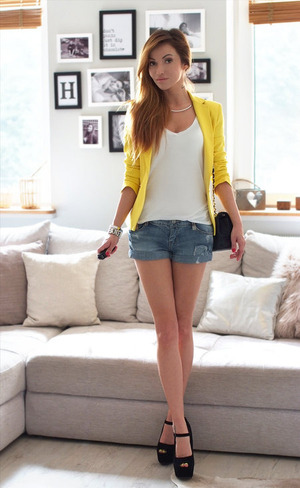 Denim shorts, featuring hollow-out design, rolled cuffs, twin pockets on front and back, top buttoned with concealed zip fly, regular fit. Mix awesome with white blouse or T-shirt for going out for fun with friends.