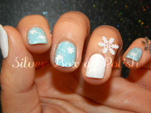 Snowy nails with holographic and snowflake glitters.
