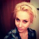 Blonde hair- short